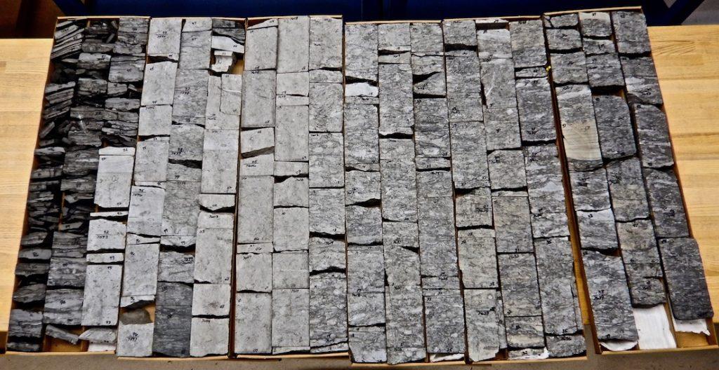 distal-parasequence-sandstone-core-sedimentary-structures-core-description-clastic-core-core-workshop-www.stratigraphyhelp.com_